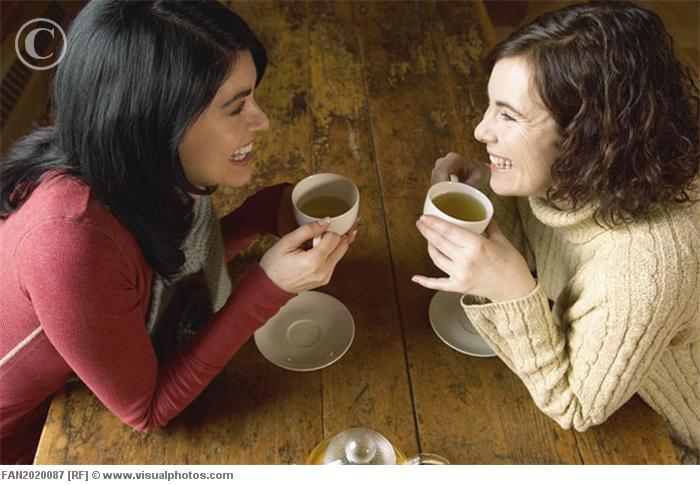 Посиделки на кухне за чашечкой чая
