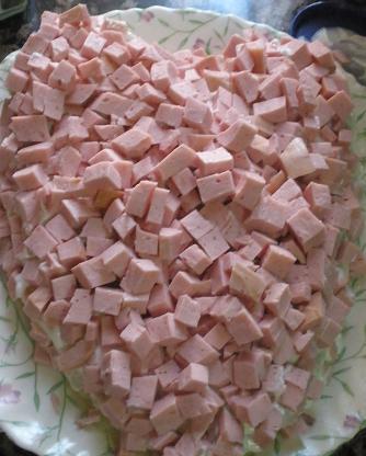 "Салат ""Тигрёнок""- 2-й слой колбаса+майонез"